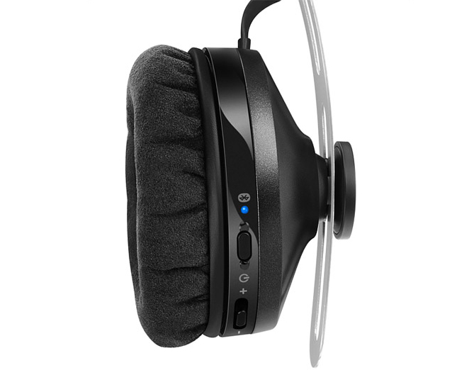 Sennheiser Momentum Wireless и  Sennheiser Momentum On-Ear Wireless CES 2015 Sеnnheiser Беспроводные наушники Sennheiser