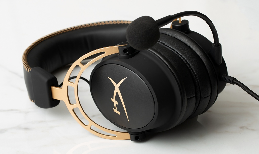 hx-promo-headset-cloud-alpha-gold-1.jpg